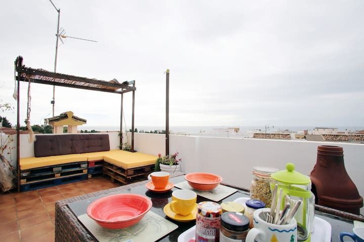 Double room with sea view in town & Yoga