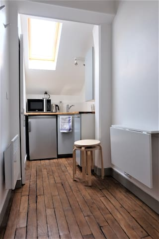 Independent studio 30m from  Metro Porte de Paris