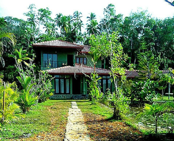 River front bungalow with 4bedrooms - Galle