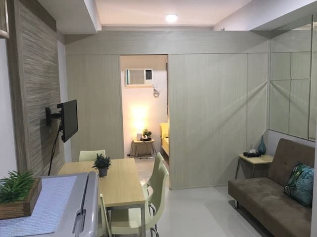 Stylish 1-Bdrm Condo Beside SM Mall in Quezon City