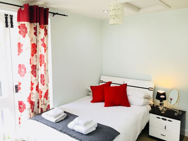 Room 2 - Private Double Room in Ironbridge Village