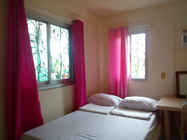 Ellen's Homestay Double Room with AC & Shared Bath