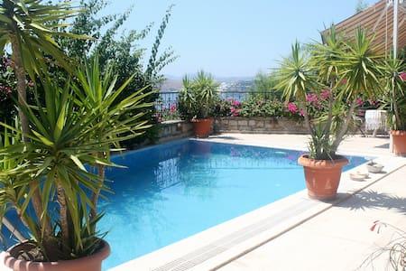 Villa private pool sleeps 7 - wheelchair friendly - Bodrum - Huoneisto