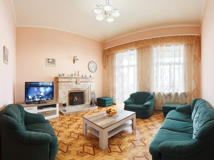 Luxury 5-room apartment in the center of Kharkov.