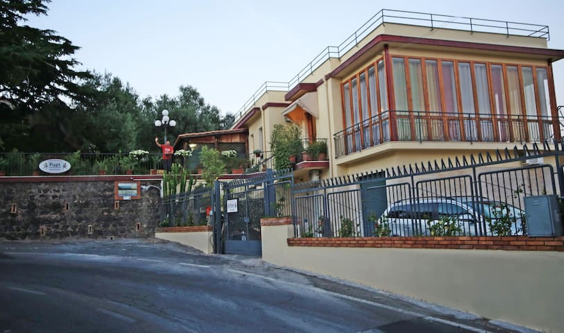 """Room with a view""   Catania, Etna, Taormina - Aci Castello - Bed & Breakfast"