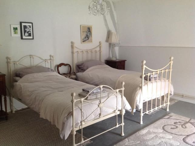 Lovely deluxe twin room in charming farmhouse