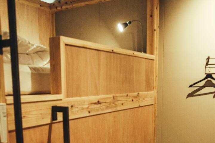 ダブル二段ベッド 半個室
