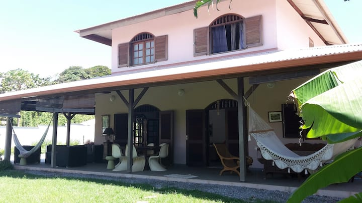 Belle  villa avec piscine à Montabo