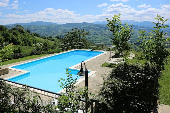 villa con piscina e giardino ad uso esclusivo