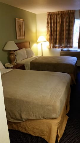 Riverwalk Inn Hotel Room 104 - 2 Double Beds - Fort Atkinson