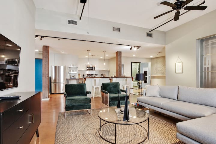 Domio | Warehouse District | Impressive Two Bedroom