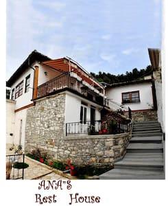 Ana Rest House Hostel - Berat - Gästehaus