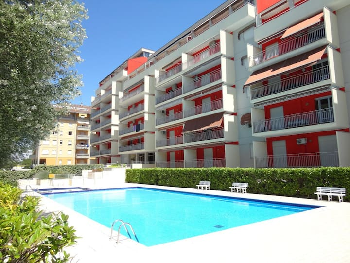 Flat with swimming pool in the city center