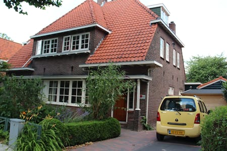 Charming bedroom close to Amsterdam and Schiphol - Badhoevedorp - 獨棟