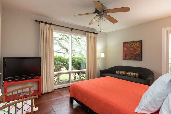 Queen bedroom overlooks the oaks
