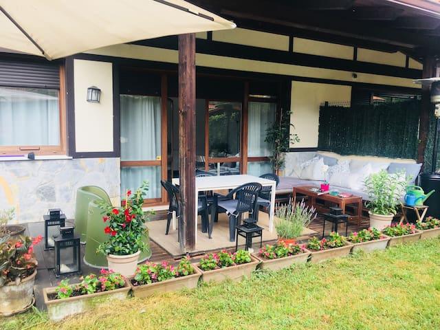 Habitación privada con jardín en urbanización