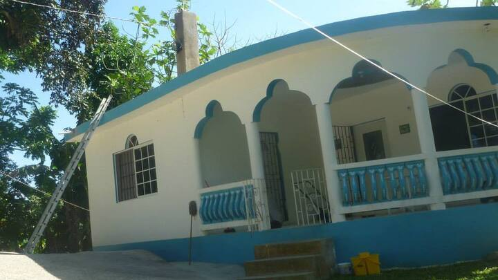 Seven bed villa in rural Jamaica with bbq, jacuzzi
