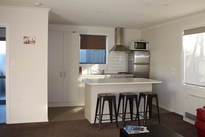 Small Modern Apt in heart of historic Clyde