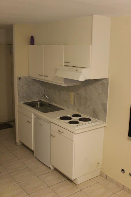 open keuken met elektrisch kookvuur