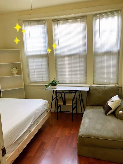 Offer a sofa inside the room ❤️