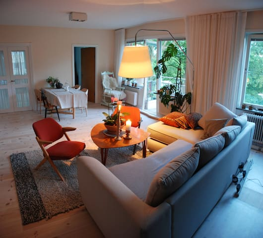 Spacious apartment with fireplace - Nacka - Apartamento