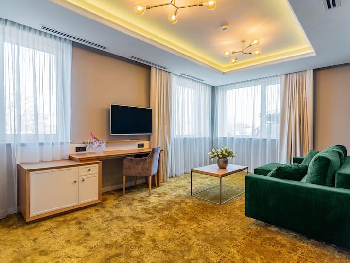 Deluxe Suite w/ Balcony @ Pergola Boutique Hotel