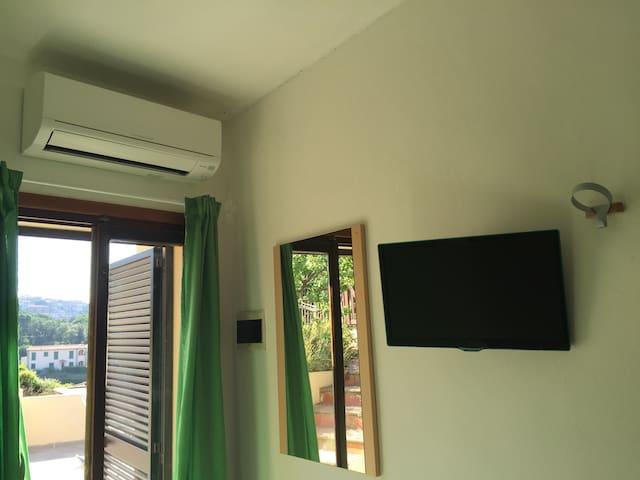 Green Room Between Sea and Vineyard