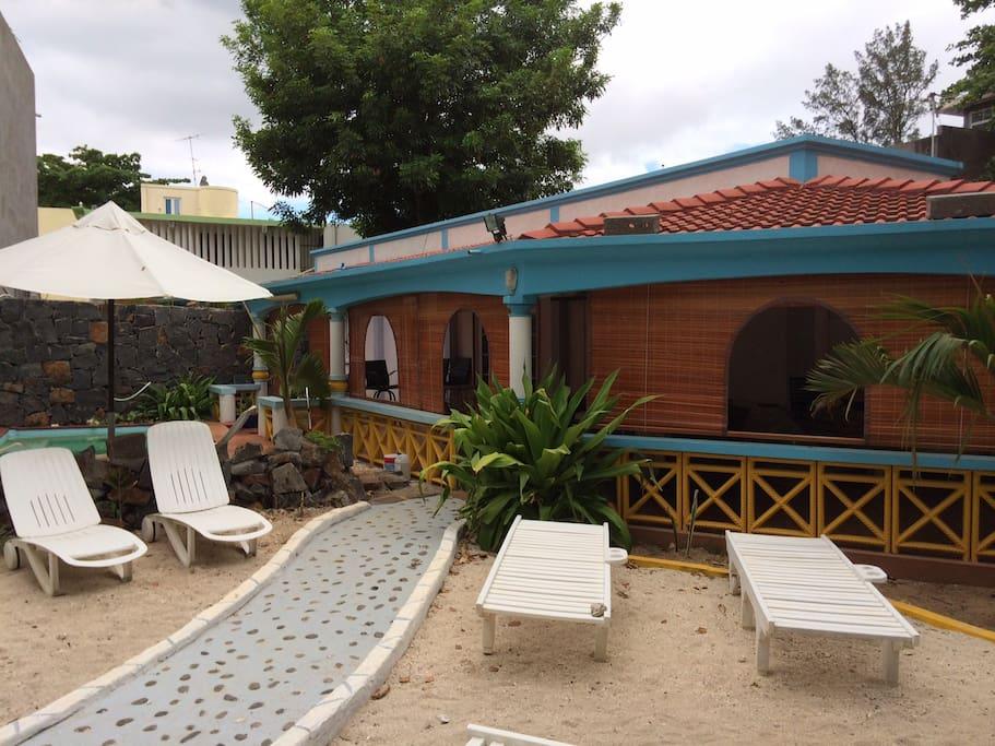 chambre d 39 h tes corail sur plage villas for rent in port louis port louis mauritius. Black Bedroom Furniture Sets. Home Design Ideas
