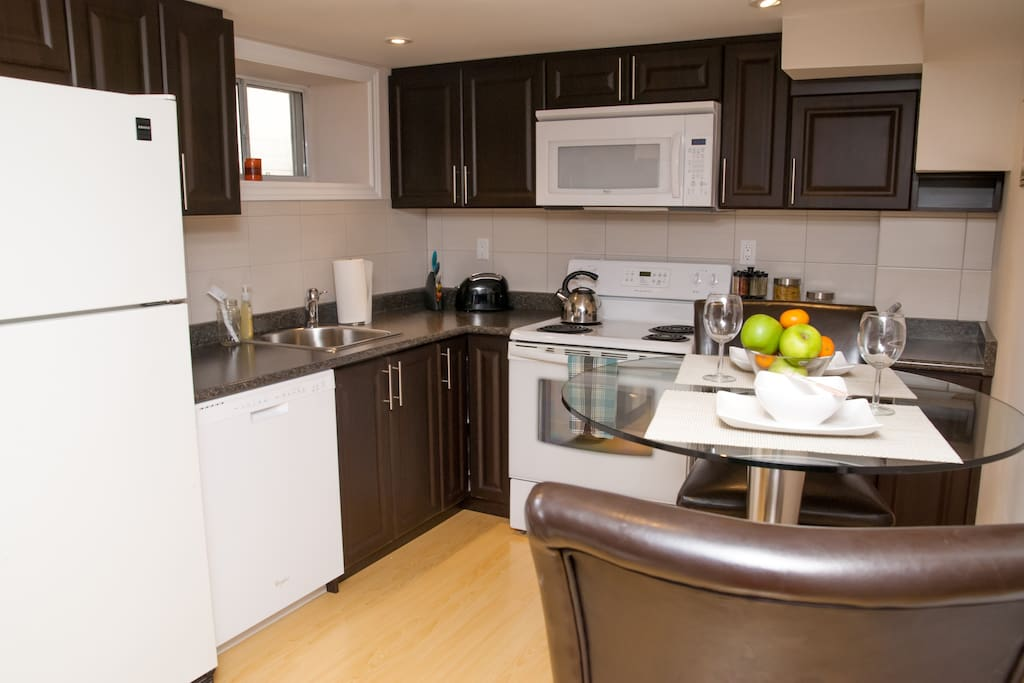 The fantastic kitchen is equipped to prepare your meals during your stay in Toronto.