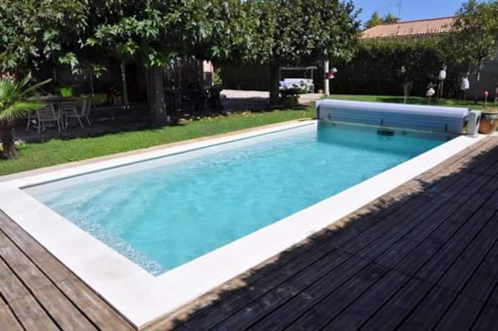 maison  climatisée, avec piscine