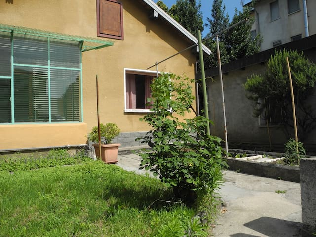 Cozy house with garden,Creva(Luino) - Luino - บ้าน