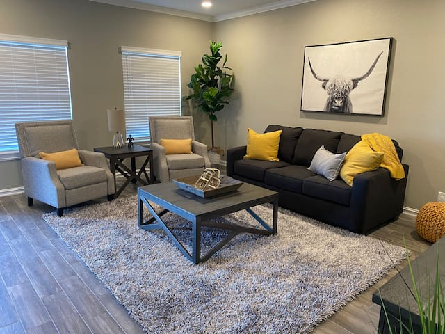 The 9one8-Beautiful Downtown Townhome (Super Host)