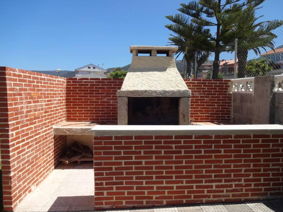 Casa con piscina junto al mar casas en alquiler en for Casas con piscina en galicia