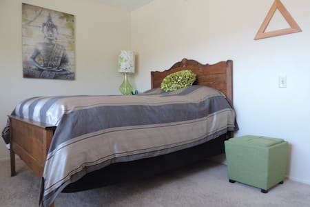 Zen-ish & Cozy Room in Camarillo - 卡馬里奧(Camarillo)