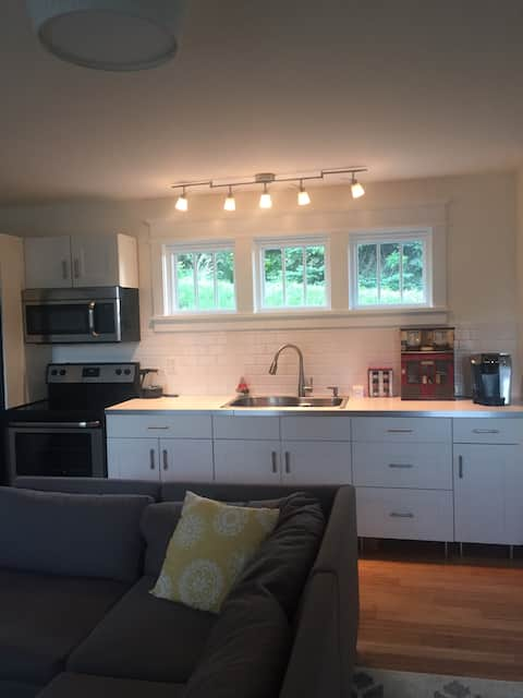 Cozy, Stylish Upscale in Mt. Lebanon Carriage Hse