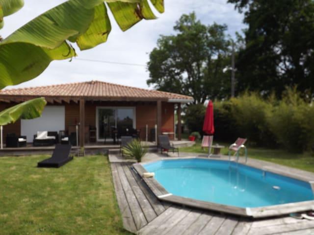 maison bois +piscine - Tresses - Hus