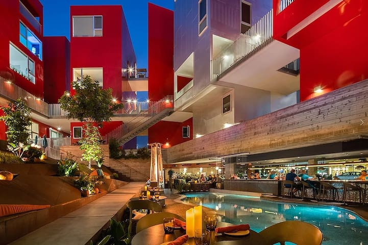 Hillcrest Modern Mixed Use Urban Loft With Restaurant, Lounge & Courtyard