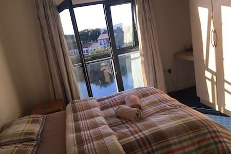 Comfortable ensuite double room + amazing view - Limerick - Apartment