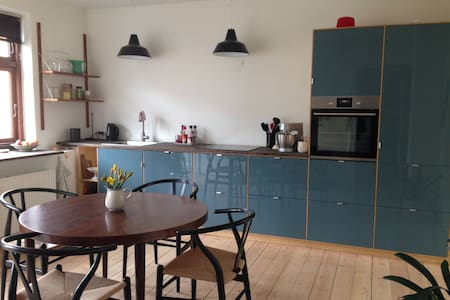 Bright and central appartment in quiet street - Aarhus - Lakás
