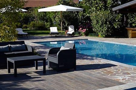 Relais Dei Cesari con piscina e tennis - Borgo Ticino - บ้าน