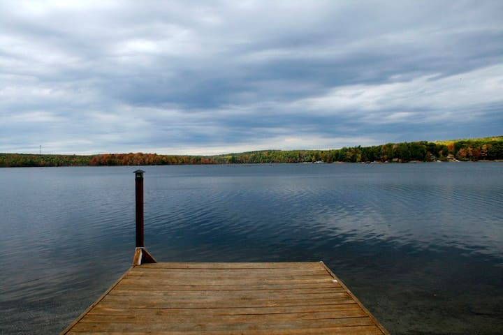Scenic Lake Cabin in the Catskills - Wurtsboro - Ev