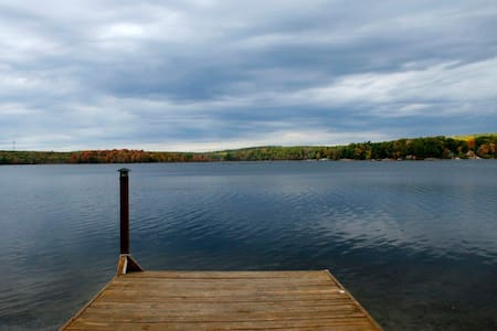 Scenic Lake Cabin in the Catskills - Wurtsboro - Huis