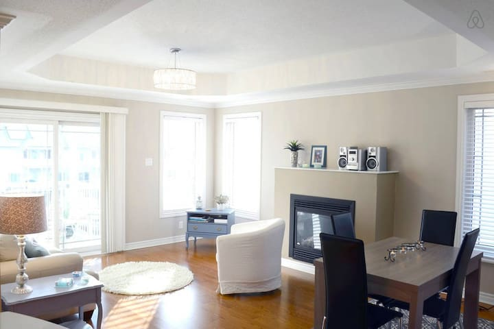 Sunny, Quiet Apt in Central Ottawa