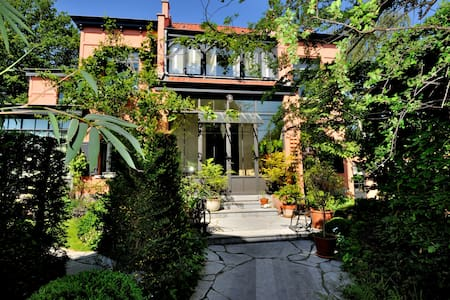 """LA VILLA BRUSSELS"" B&B / room 2 - Bed & Breakfast"