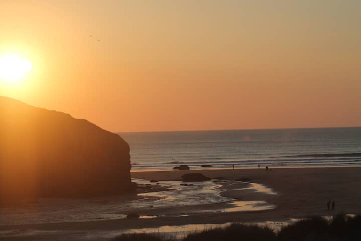 Mawgan Porth Home with a view over the beach.Small