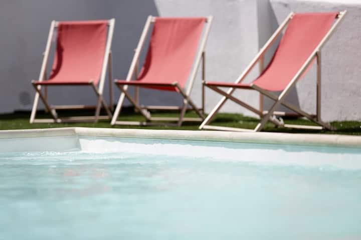 Swimming Pool I / água e sol