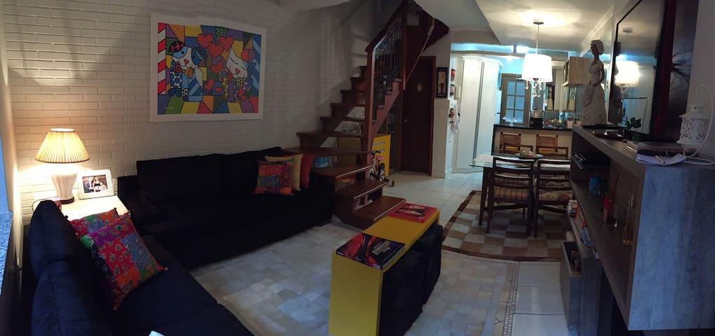 Sobrado junto à Av. Borges Medeiros - กรามาโด - บ้าน