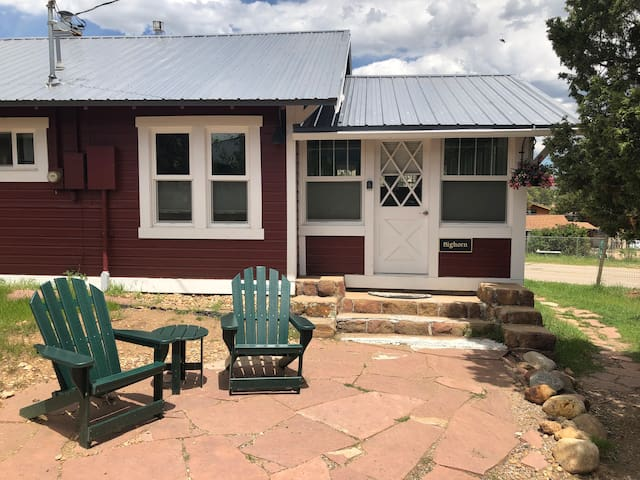 Bighorn Cottage - Charming and close to downtown!