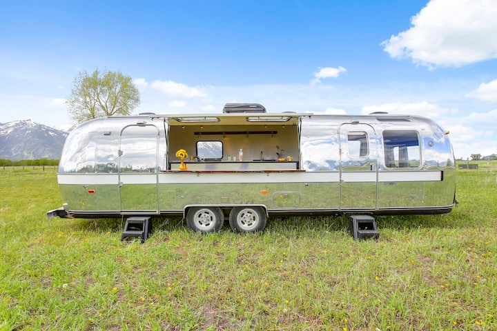 Vintage Airstream Pop-Up Event Bar and Lounge!