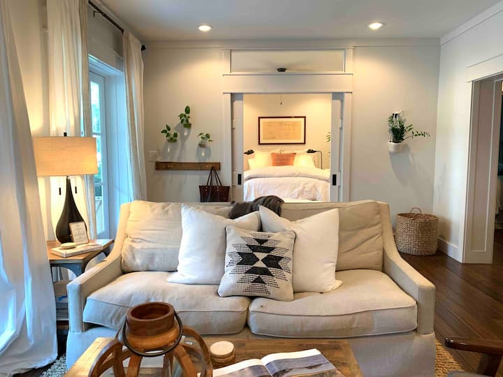 Great reviews! Stylish Port Royal cottage!
